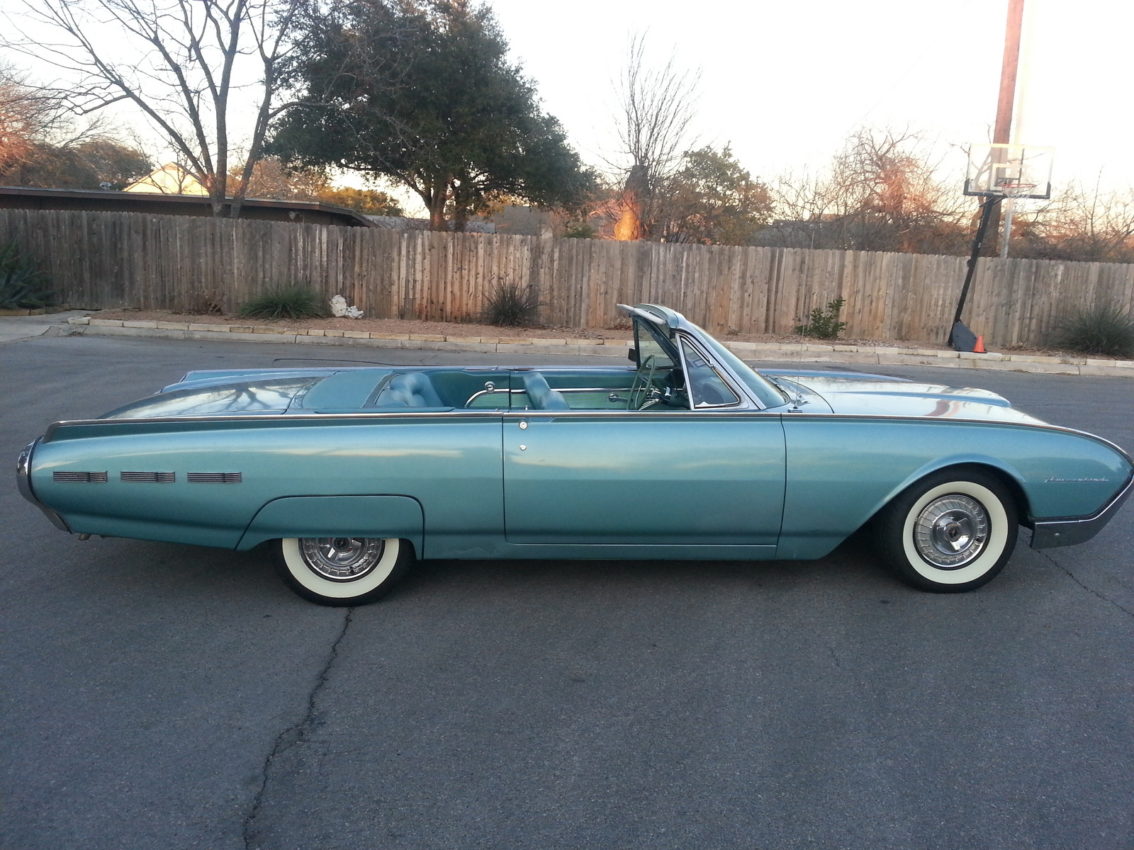 1962 Ford Thunderbird Overview C4616 on top rated car seats