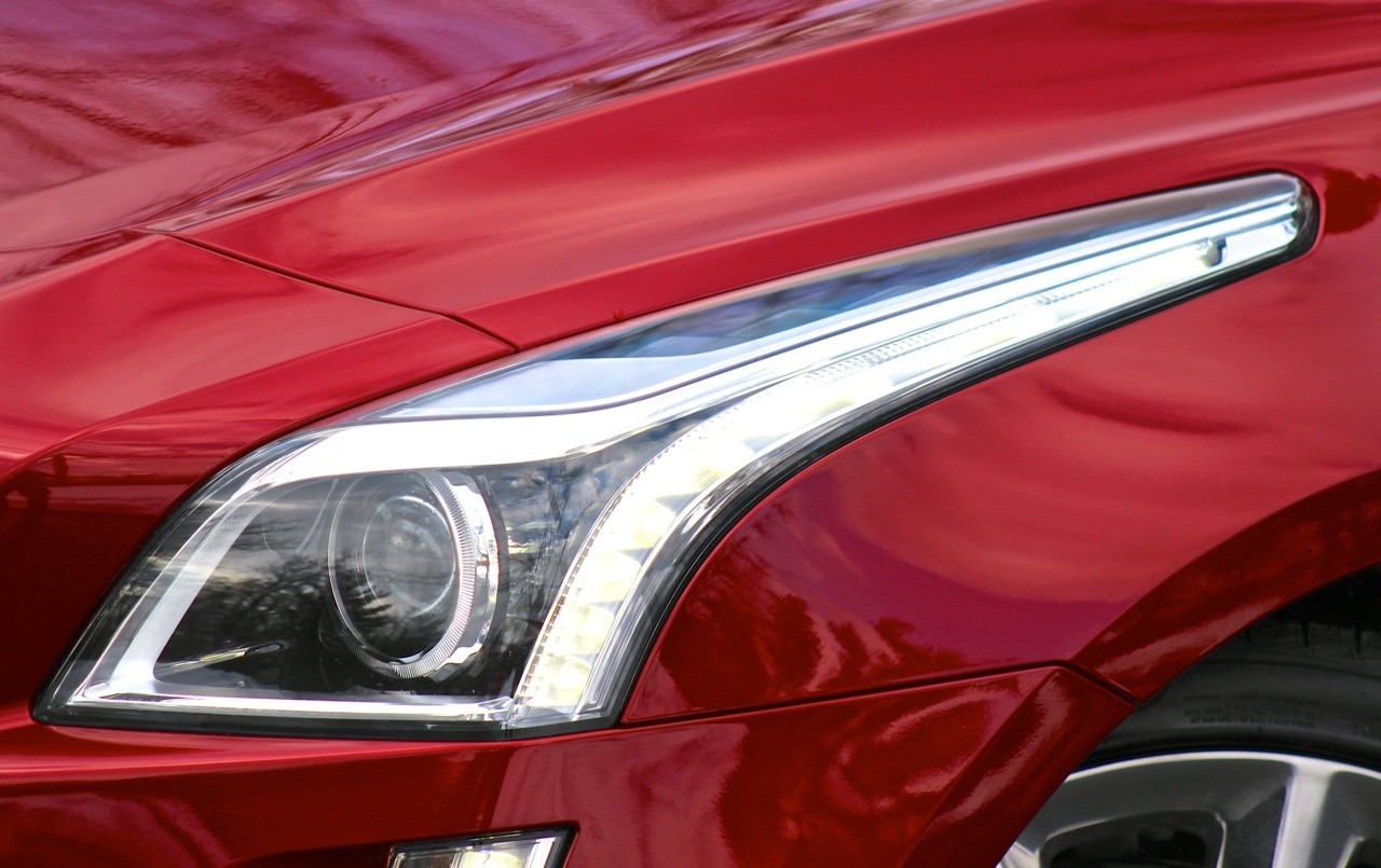Headlight detail of the 2014 Cadillac CTS