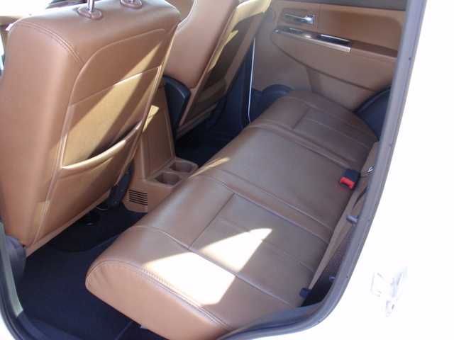 Picture of 2011 Jeep Liberty Limited 4WD, interior, gallery_worthy