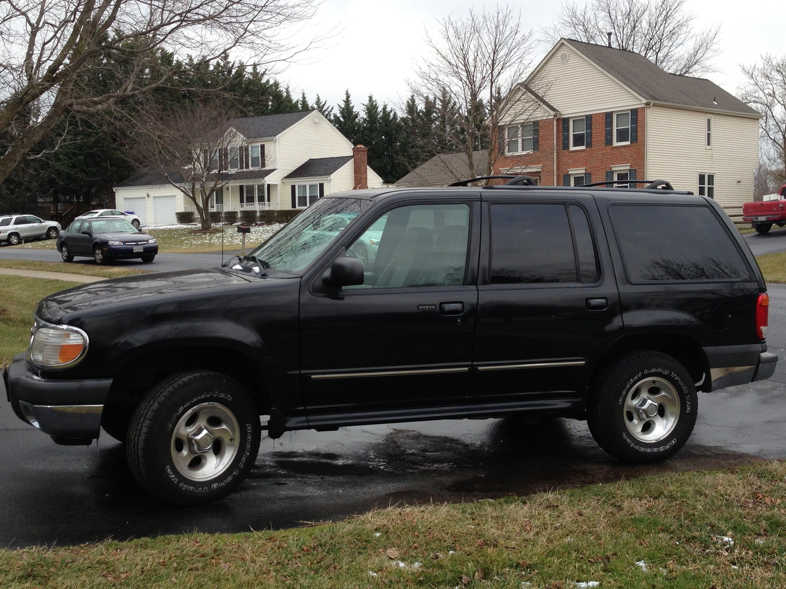 2001 Ford Explorer - Pictures