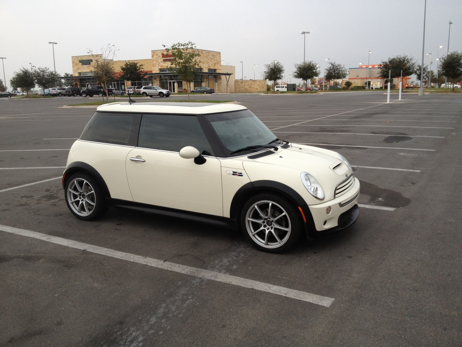 Mini Cooper D All4 Countryman R60 Bright Yellow 15 in addition Wallpaper af also Mini Countryman Grille Light Brackets Oem Gen2 R60 R61 besides 6489263679 moreover 49207. on 2011 countryman