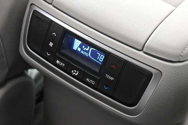 2014 Toyota Highlander XLE AWD, Rear climate controls of the 2014 Toyota Highlander, interior, gallery_worthy