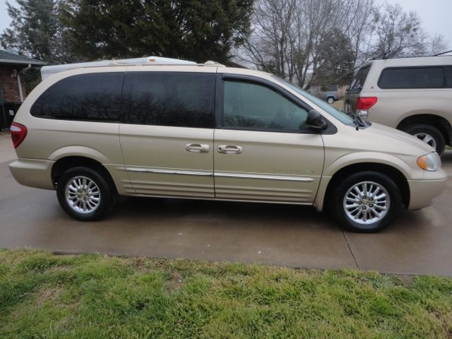 picture of 2001 chrysler town country limited exterior. Cars Review. Best American Auto & Cars Review
