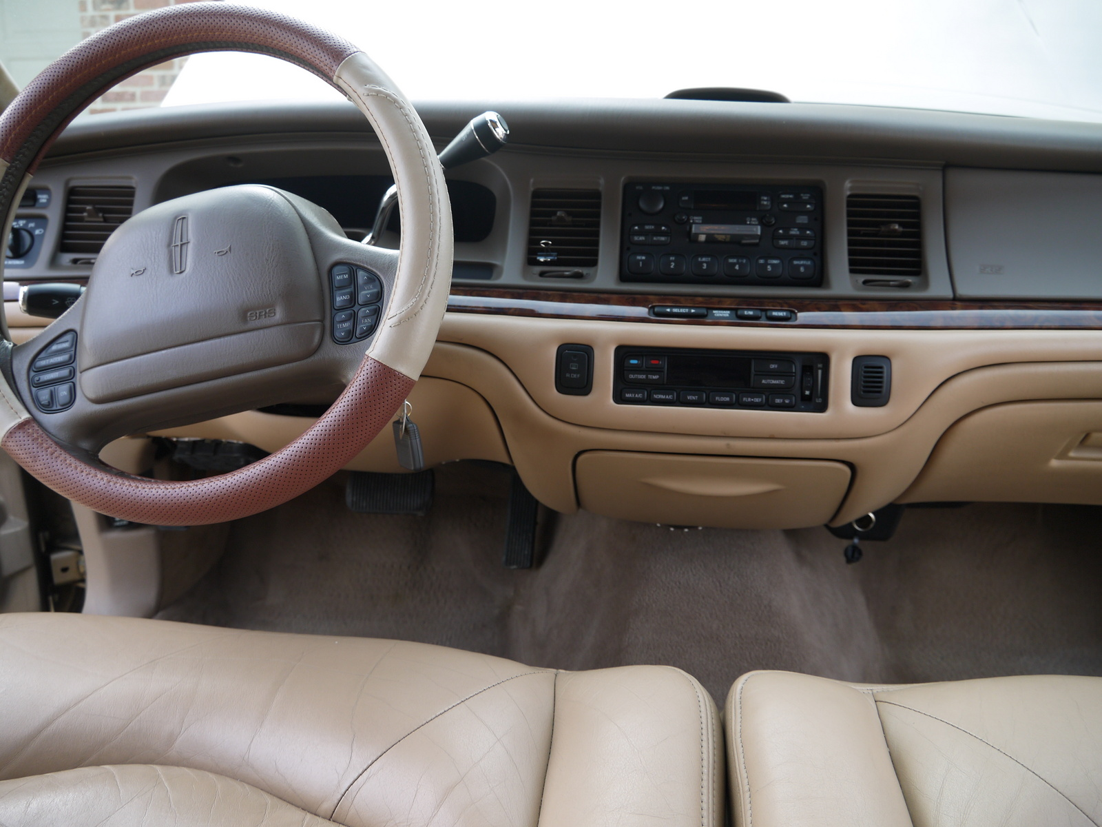 1997 lincoln town car interior pictures to pin on pinterest pinsdaddy. Black Bedroom Furniture Sets. Home Design Ideas
