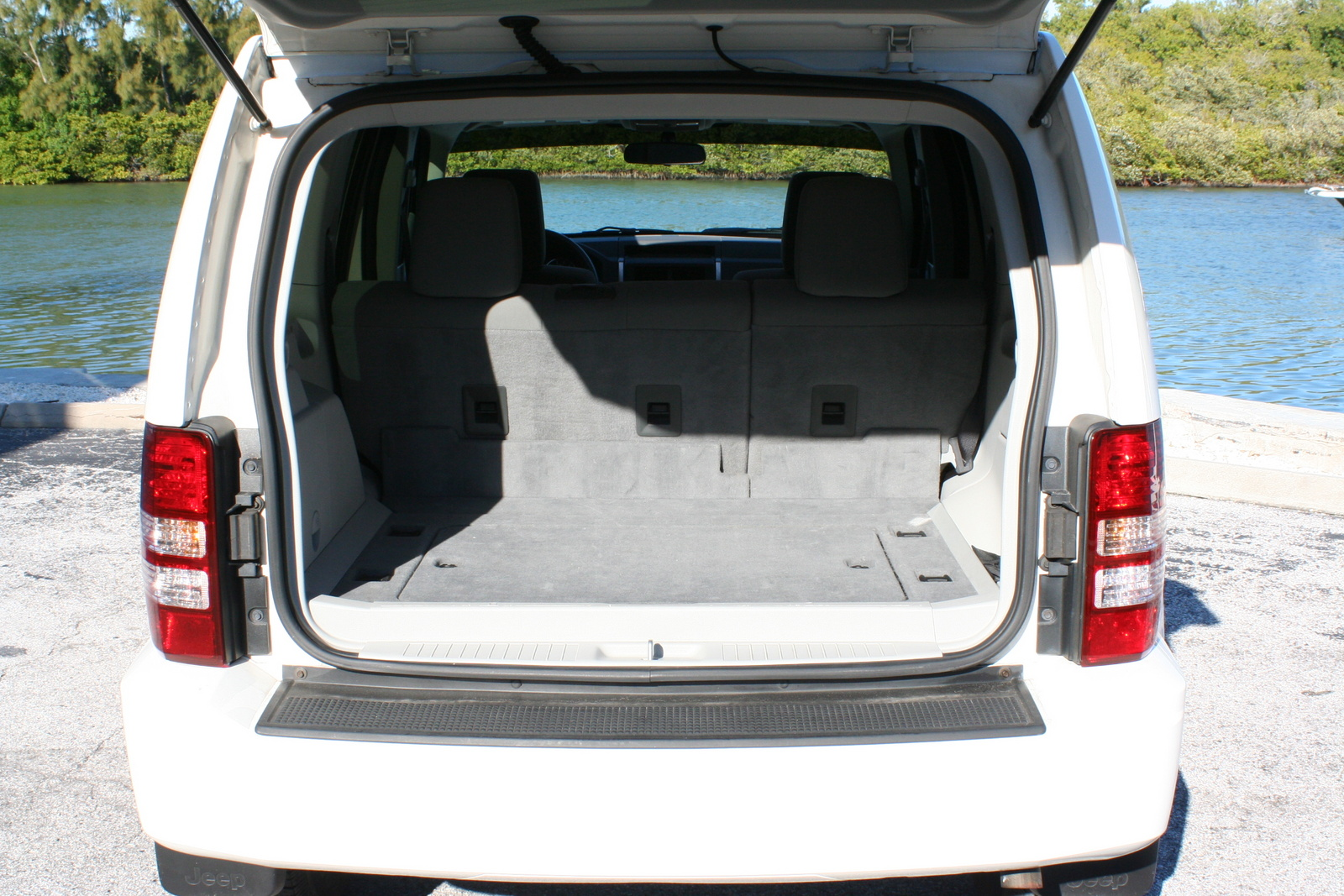 Picture of 2008 Jeep Liberty Sport, exterior, interior