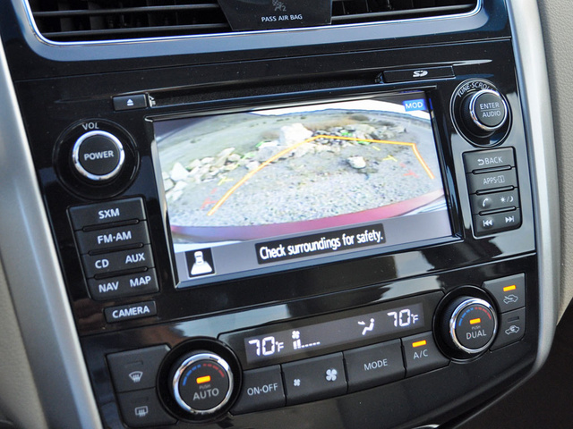 2014 Nissan Altima 2.5 SL reversing camera display, interior, gallery_worthy