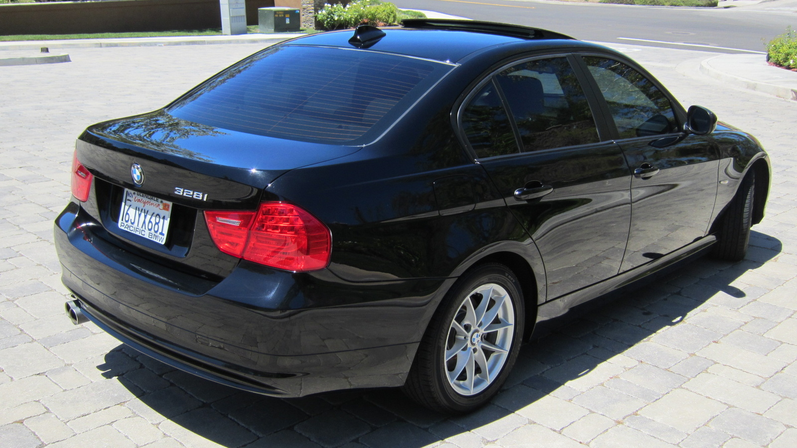 pictures 2010 bmw 3 series coupe 328i yahoo autos post. Black Bedroom Furniture Sets. Home Design Ideas