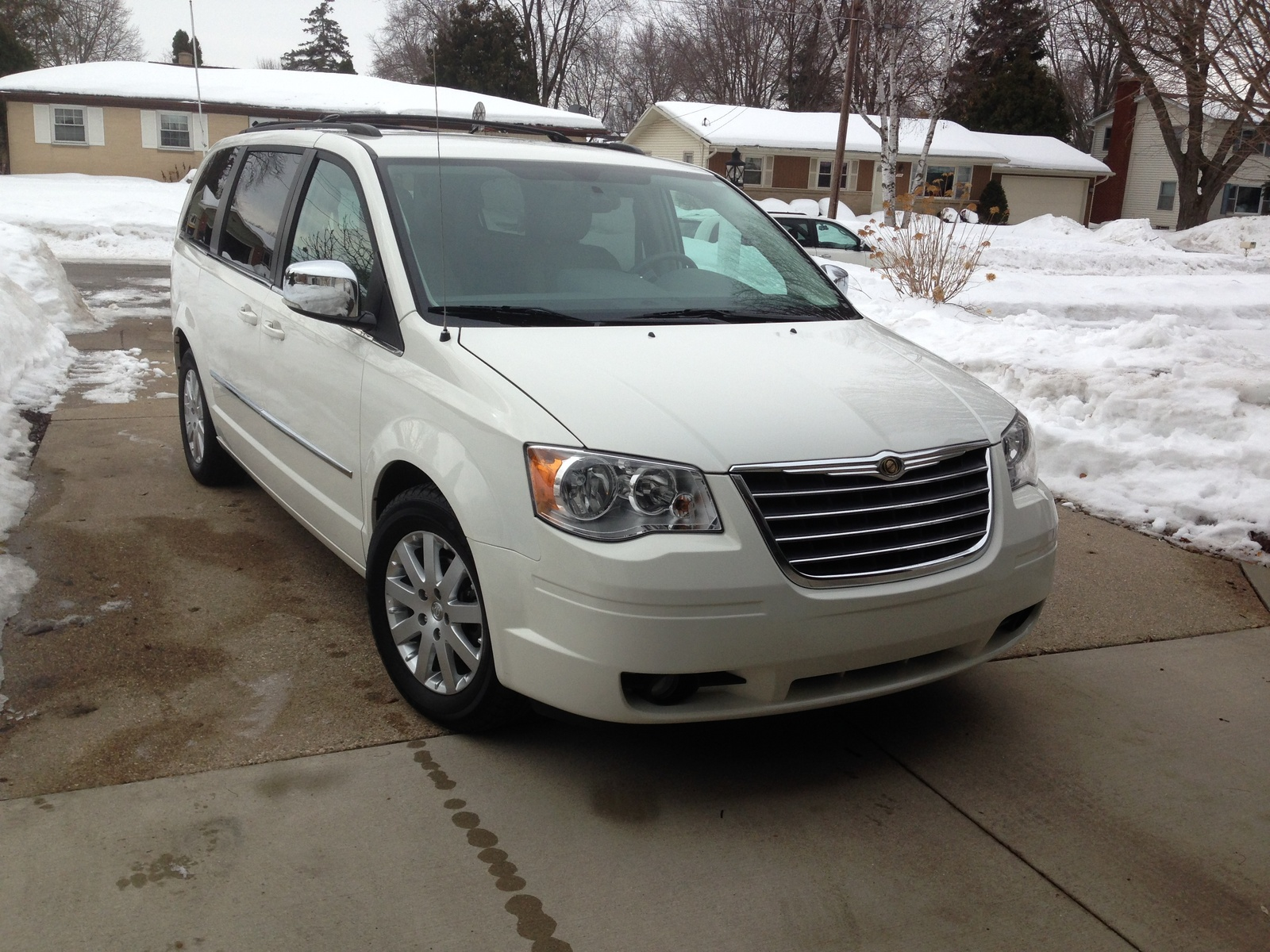 picture of 2010 chrysler town country touring exterior. Cars Review. Best American Auto & Cars Review