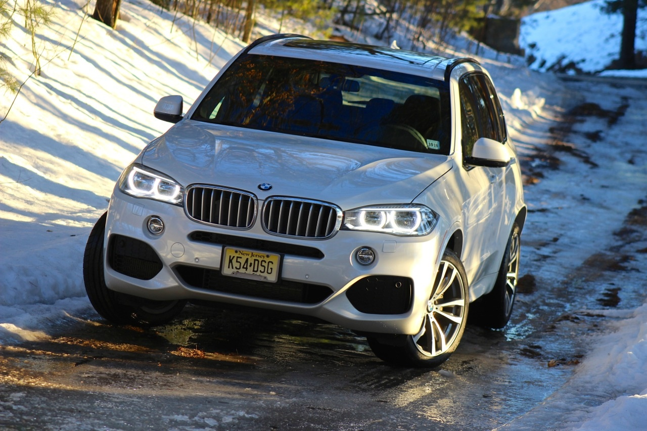 Front alt shot of the 2014 BMW X5