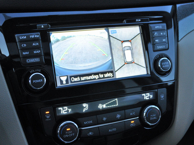 2014 Nissan Rogue SL, 2014 Nissan Rogue reversing camera and Around View Monitor display, interior