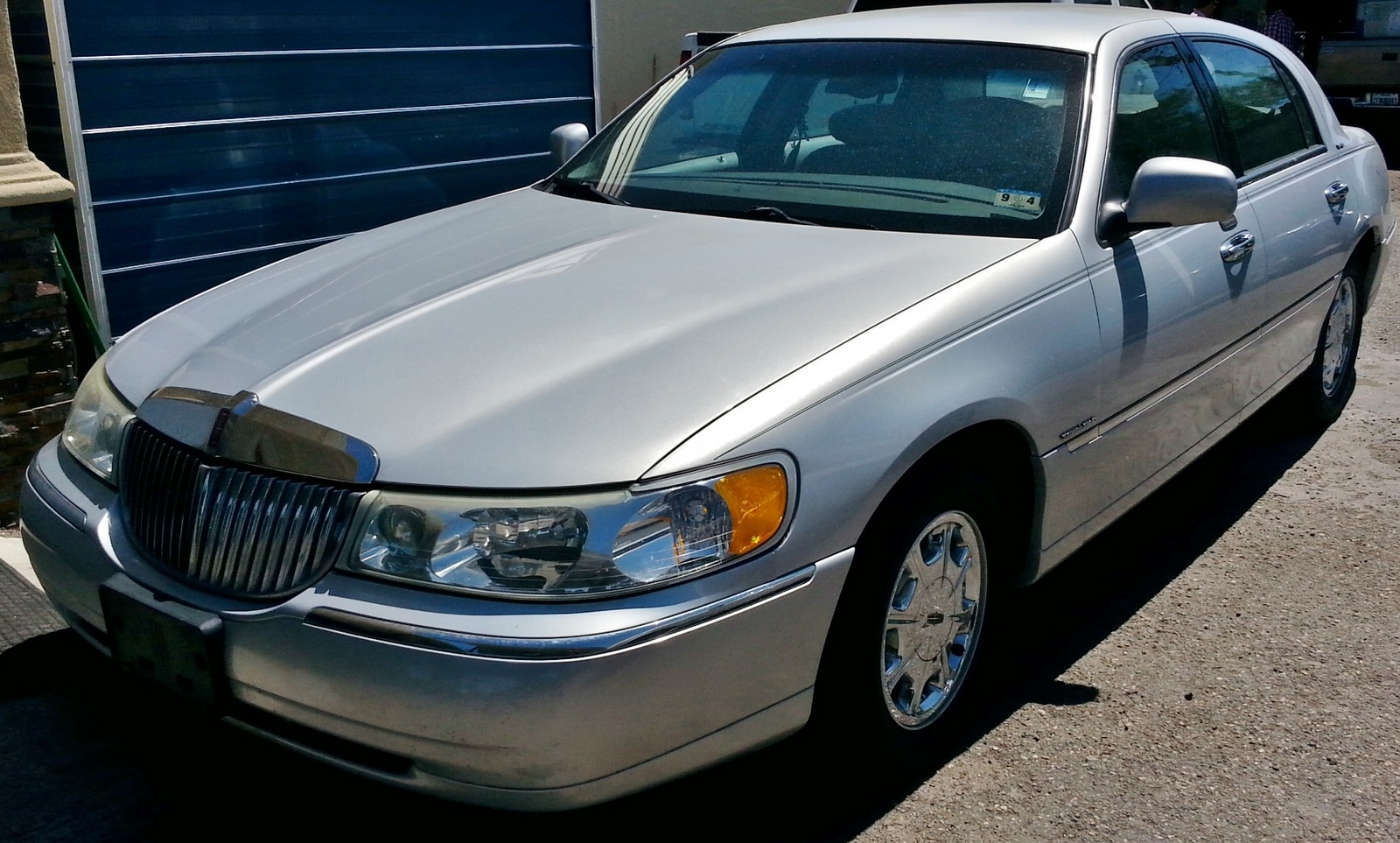 2002 Lincoln Town Car Pictures Cargurus