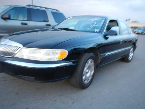 1999 Lincoln Continental 4 Dr STD Sedan picture