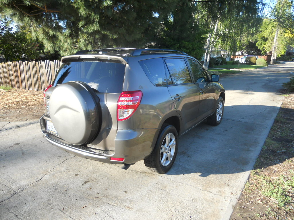 Picture of 2014 Toyota RAV4 LE