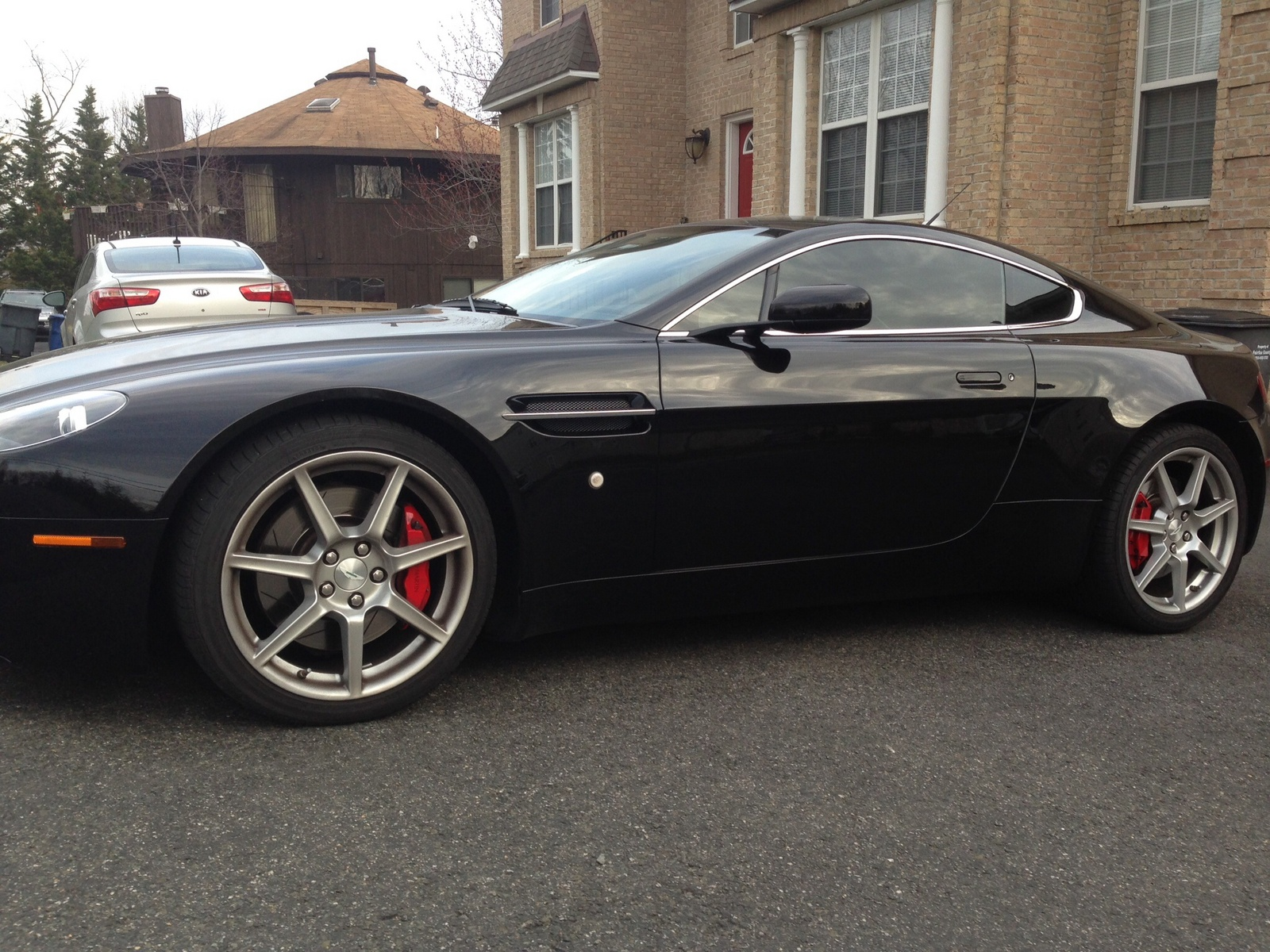 picture of 2007 aston martin v8 vantage coupe exterior. Cars Review. Best American Auto & Cars Review
