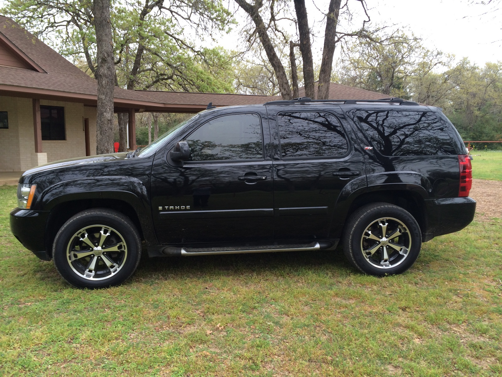 2009 chevrolet tahoe review and photos new car test drive. Black Bedroom Furniture Sets. Home Design Ideas