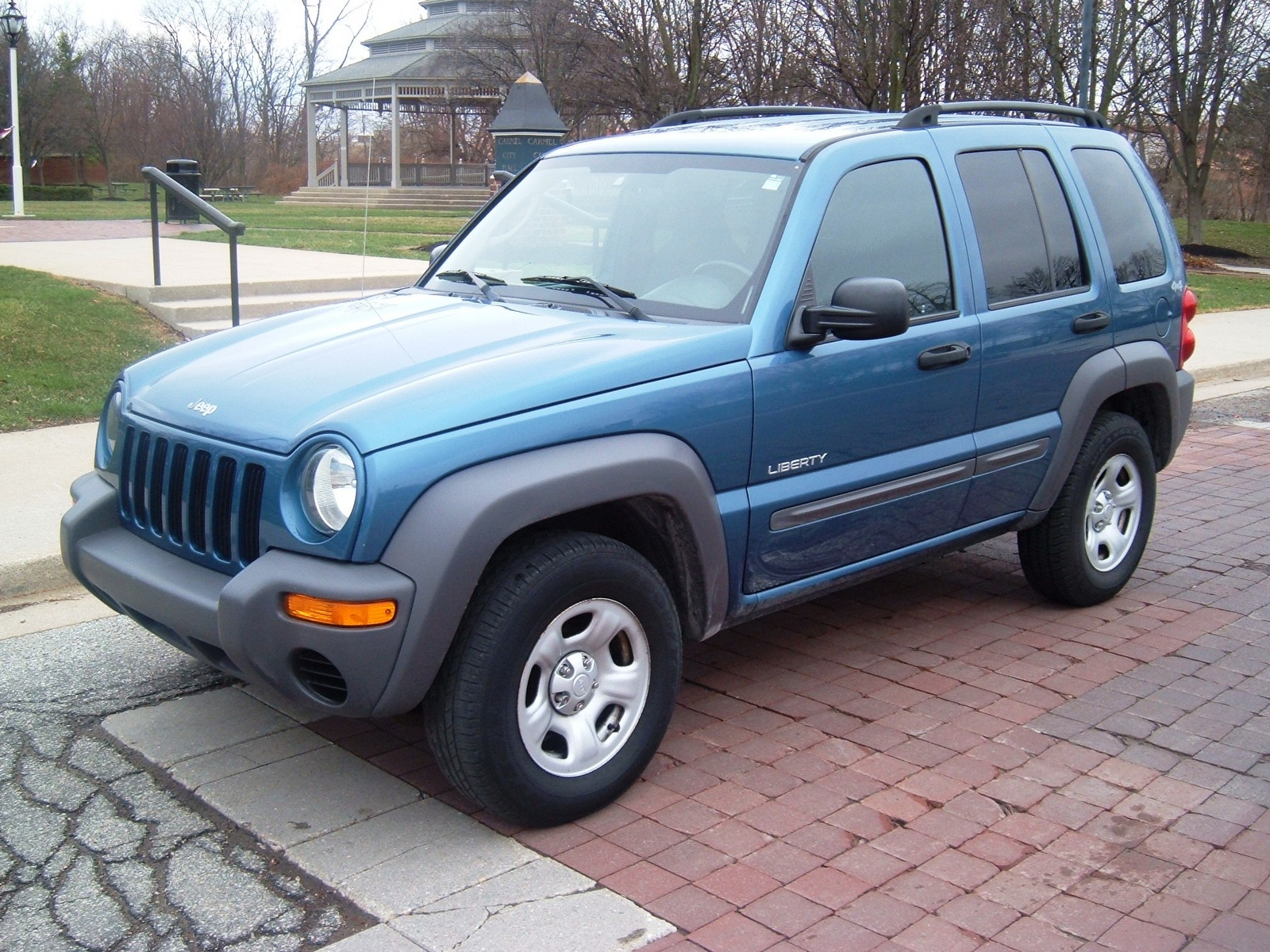 2004 jeep liberty pictures cargurus. Black Bedroom Furniture Sets. Home Design Ideas