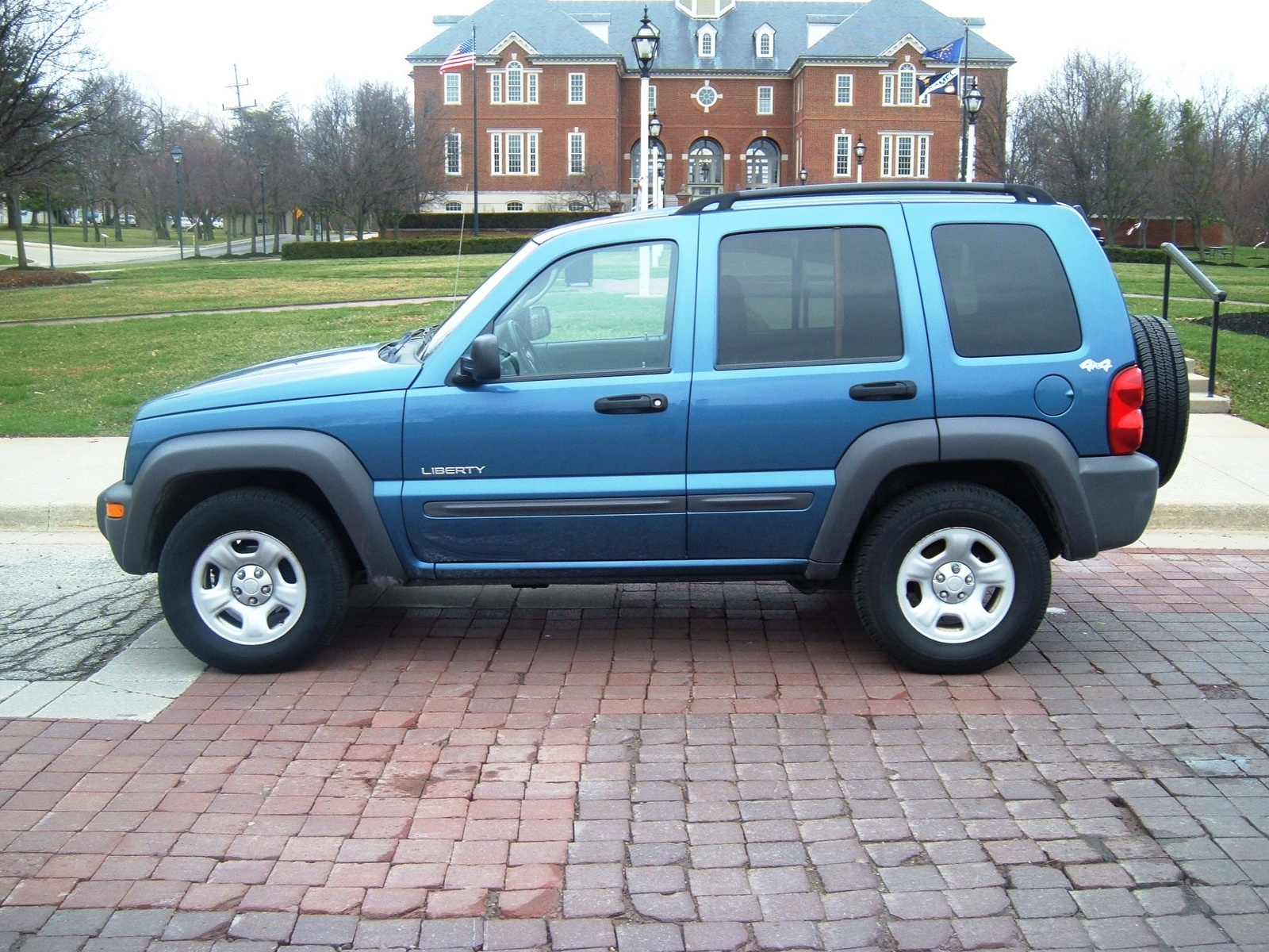 2004 jeep liberty overview cargurus. Black Bedroom Furniture Sets. Home Design Ideas
