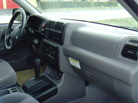 Picture of 2004 Isuzu Rodeo S, interior