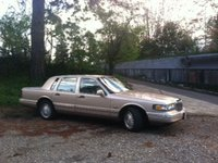 1997 Lincoln Town Car Signature picture