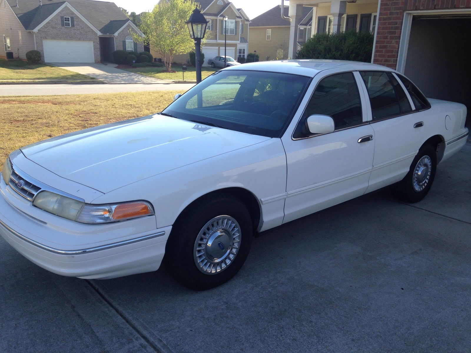 Picture of 1996 Ford Crown Victoria 4 Dr S Sedan