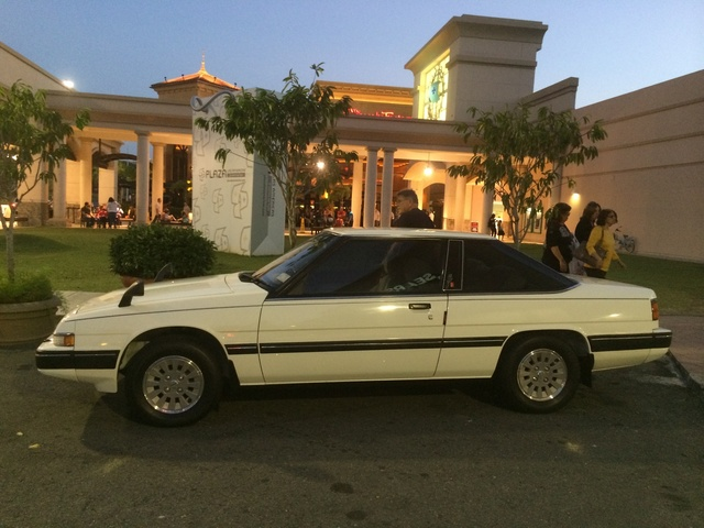1986 Mazda 929, Main entrance Plaza Las Americas. Waiting for the fifth annual gathering 2014, exterior