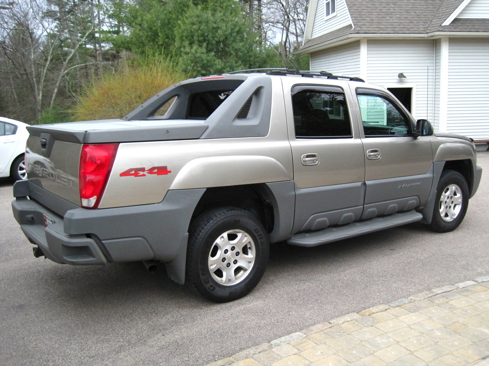 2002 chevrolet avalanche pictures cargurus. Black Bedroom Furniture Sets. Home Design Ideas
