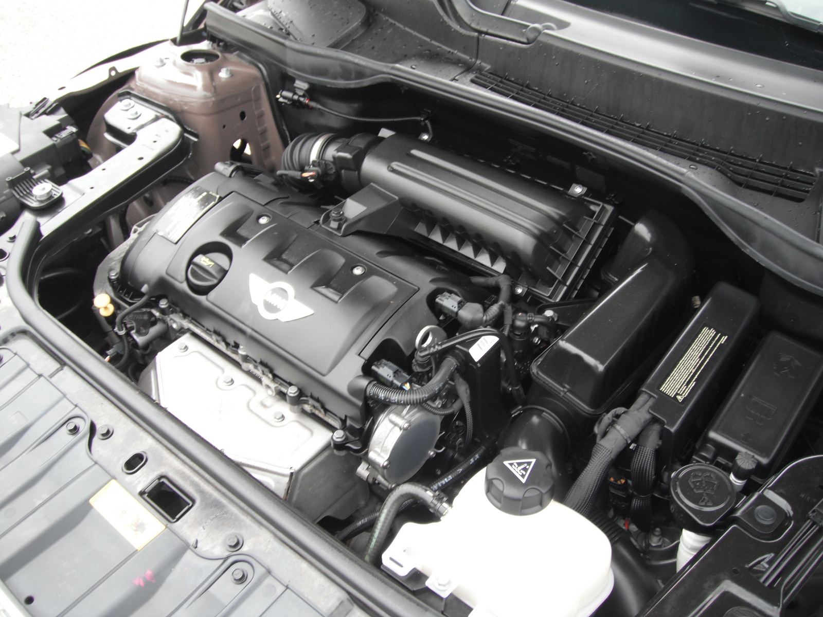 Picture of 2011 MINI Countryman Base, engine
