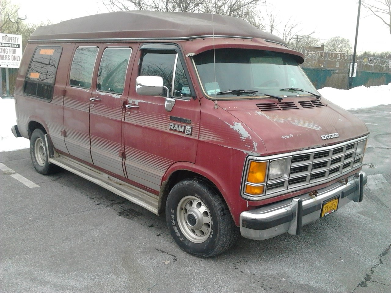 I AM TRYING TO FIND OUT WHY MY 1990 DODGE B250 CRANKS AND RUN SOME TIMES  AND SOME TIMES IT CRANK AND RUN AND STOPS AND NOW ITS GOTTEN SO BAD THAT ...