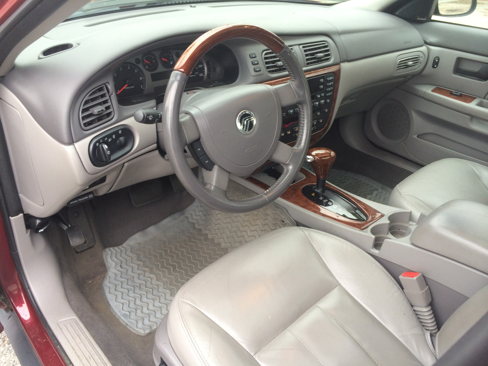 2005 Mercury Sable - Interior Pictures