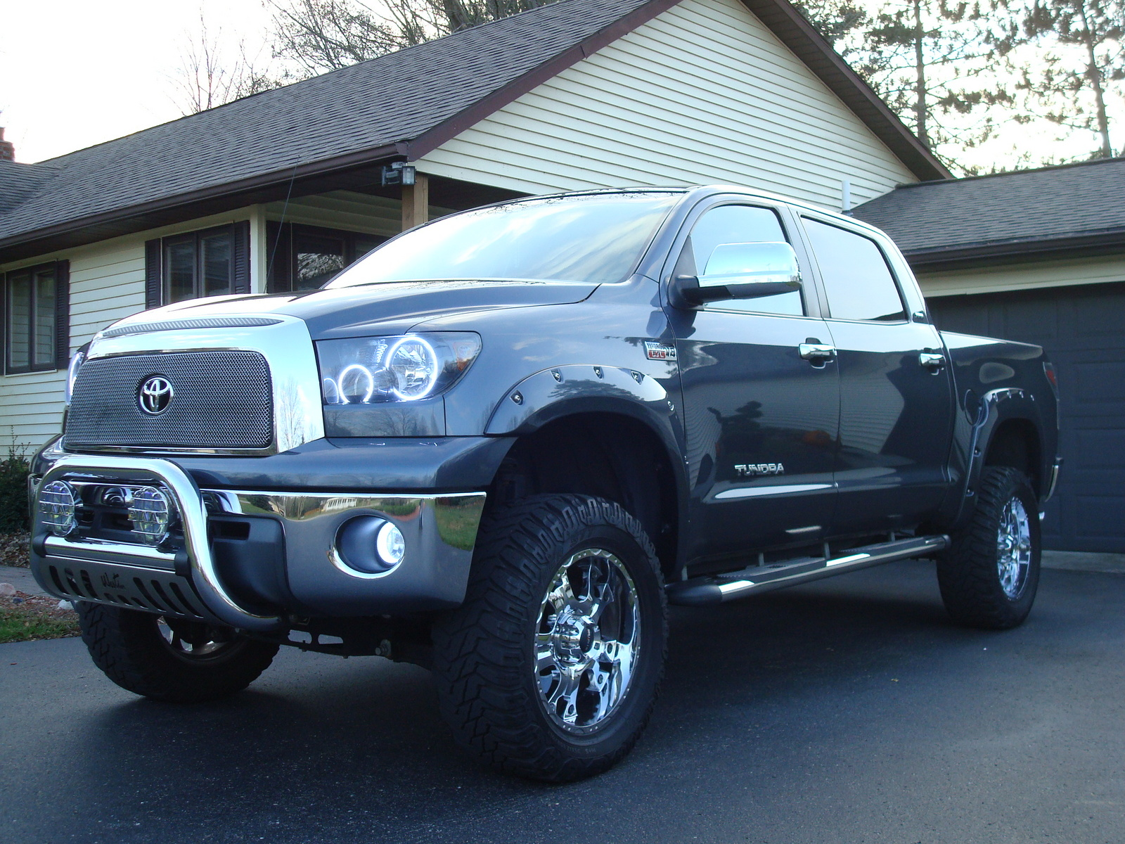 2014 toyota tundra leer camper shell for autos post. Black Bedroom Furniture Sets. Home Design Ideas
