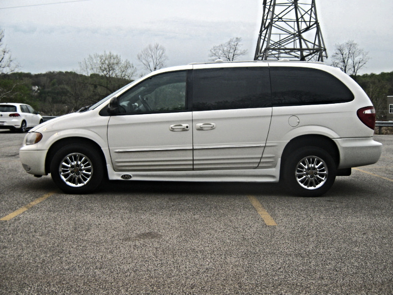 used 2013 chrysler town and country limited minivan review. Black Bedroom Furniture Sets. Home Design Ideas