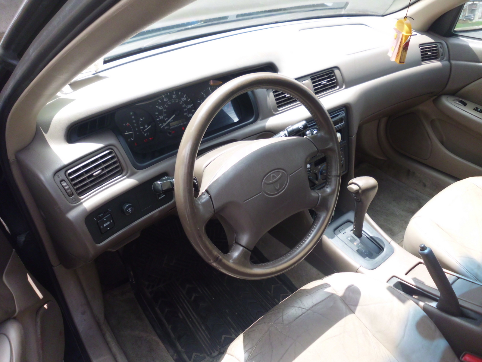 picture of 1997 toyota camry le interior. Black Bedroom Furniture Sets. Home Design Ideas