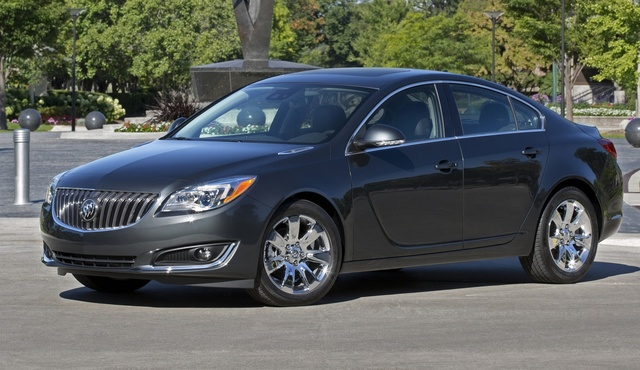 2015 Buick Regal, Front-quarter view. Copyright General Motors, exterior, manufacturer
