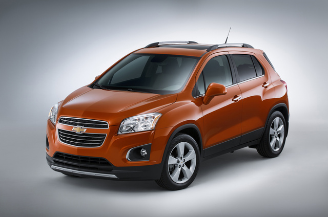 2015 Chevrolet Trax, Front-quarter view. Copyright General Motors, exterior, manufacturer