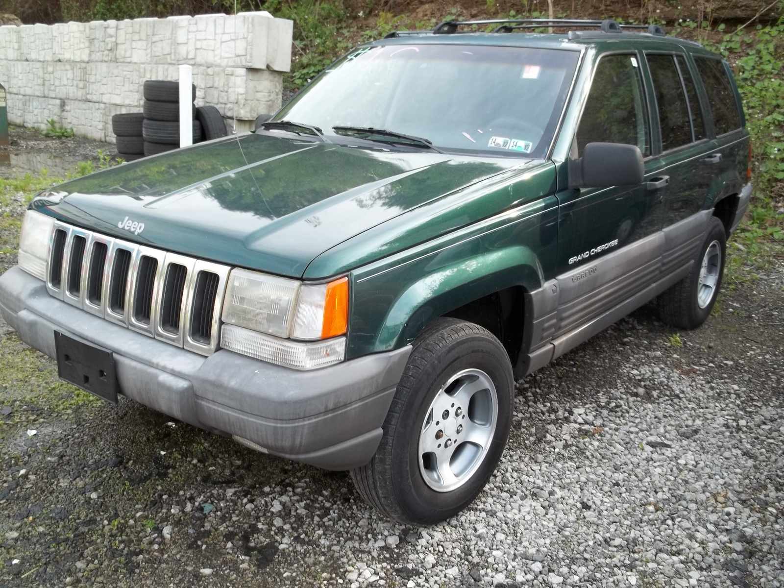 the 1997 jeep grand cherokee comes in four trims laredo limited tsi. Black Bedroom Furniture Sets. Home Design Ideas