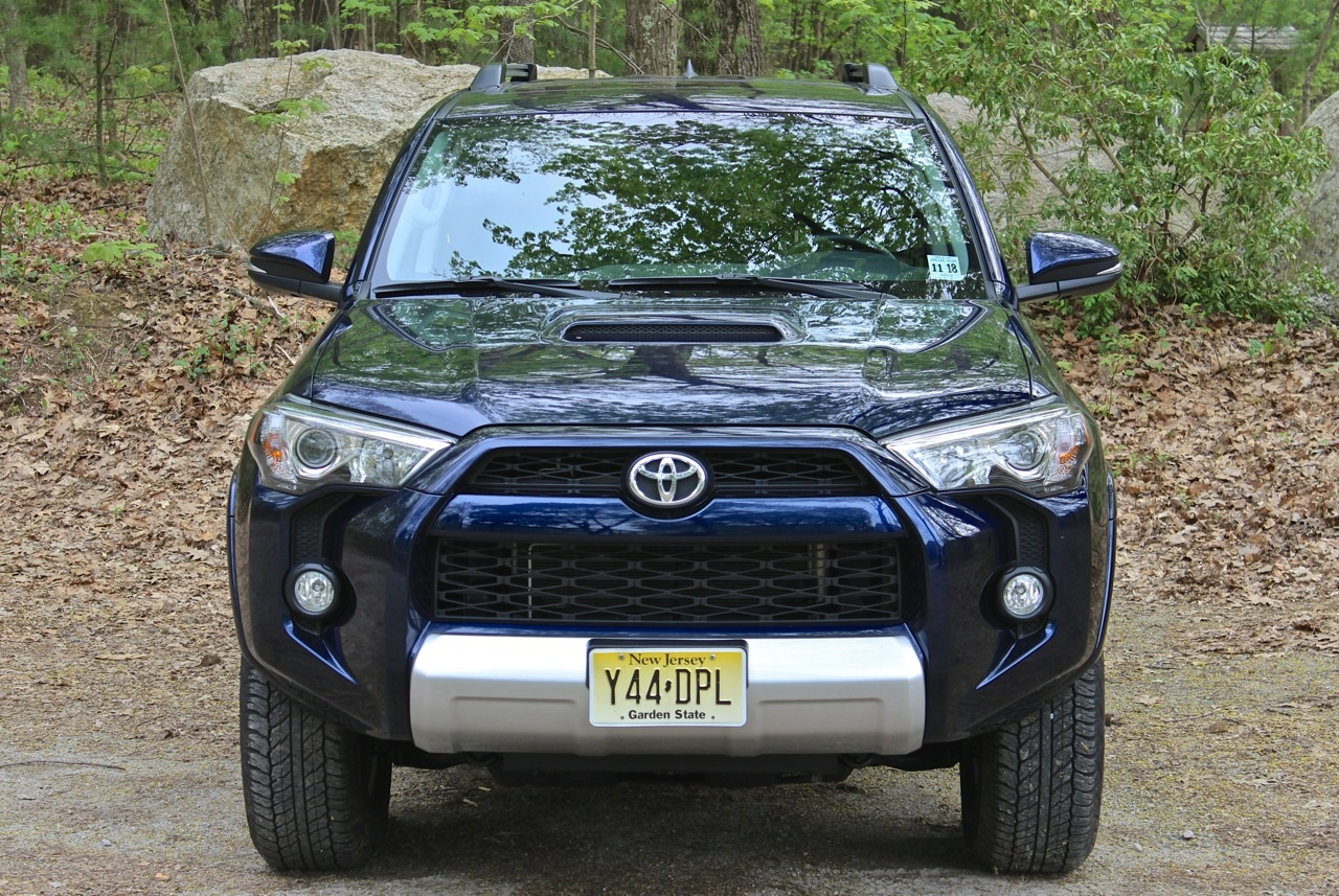 Head-on shot of the 2014 Toyota 4Runner