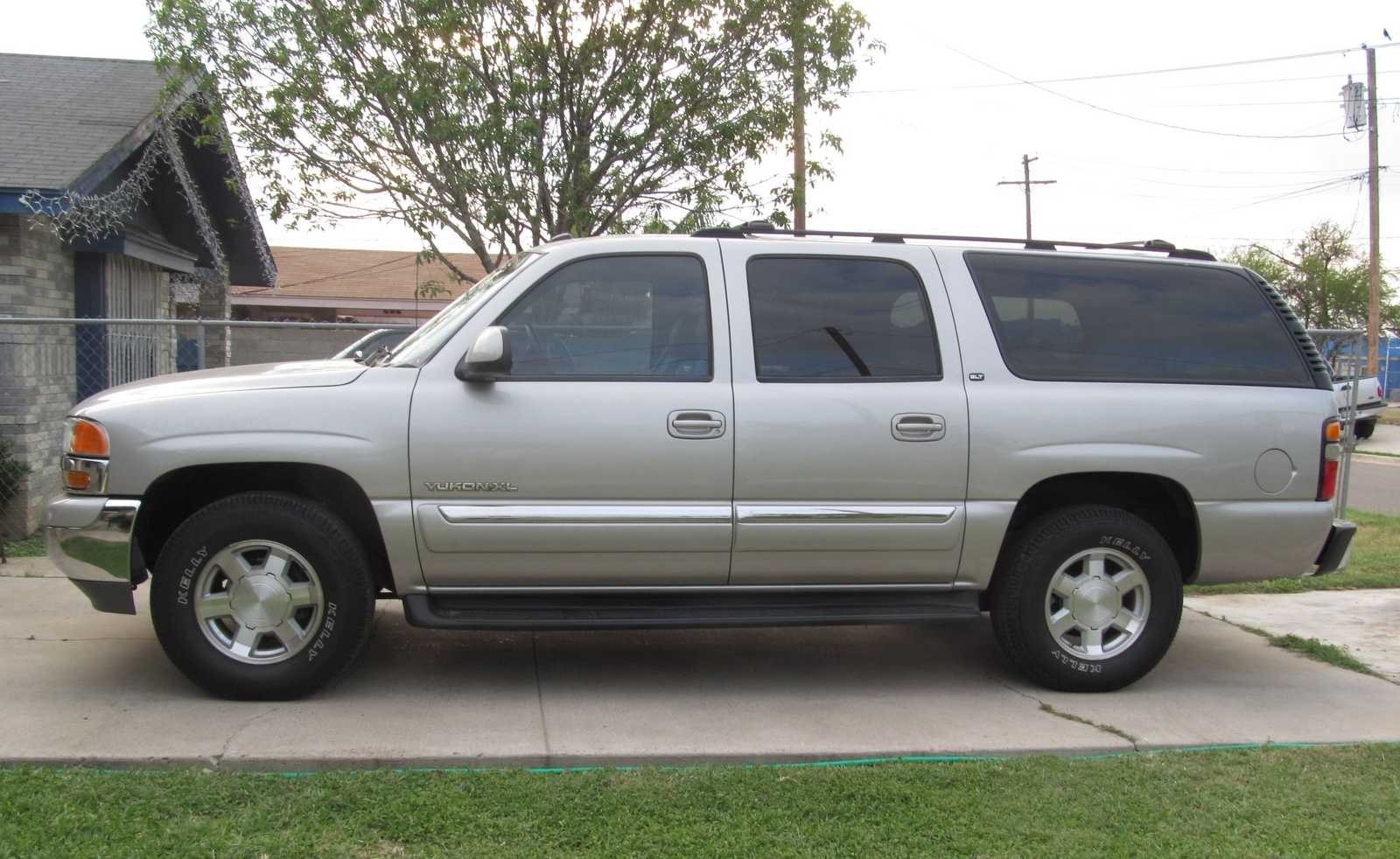 service manual how to remove 2004 gmc yukon xl 1500 door. Black Bedroom Furniture Sets. Home Design Ideas