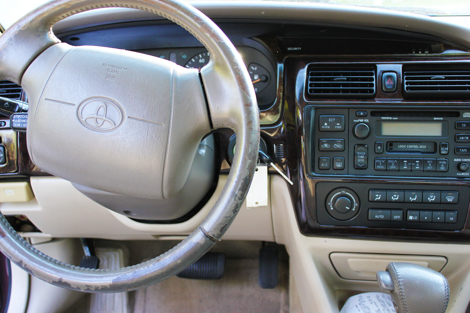 Picture of 1998 Toyota Avalon 4 Dr XLS Sedan, interior