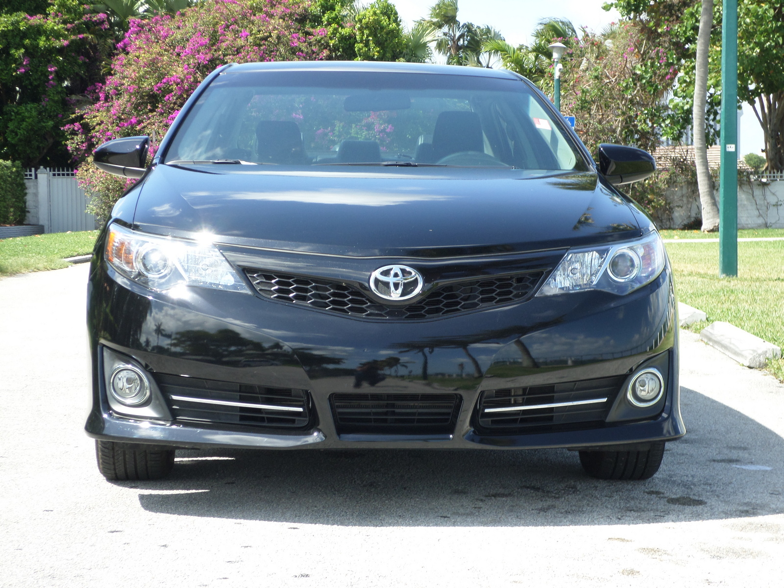 2014 toyota camry pictures cargurus. Black Bedroom Furniture Sets. Home Design Ideas