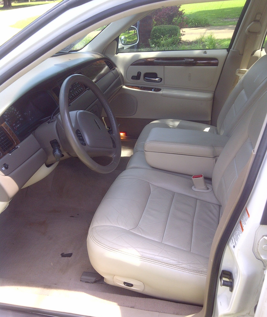 2011 Lincoln Mkt Interior: 1999 Lincoln Town Car