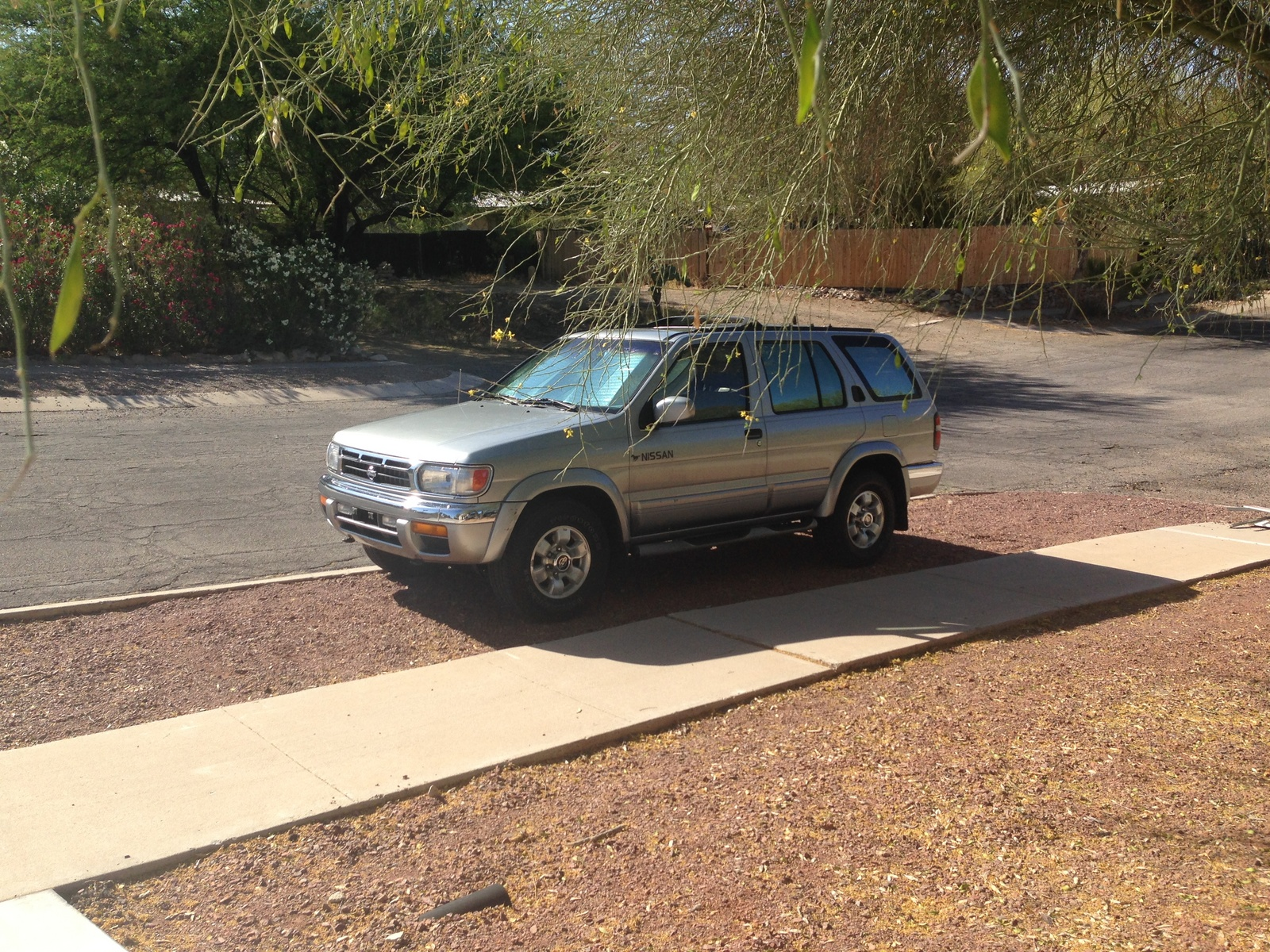 Picture of 1999 Nissan Pathfinder