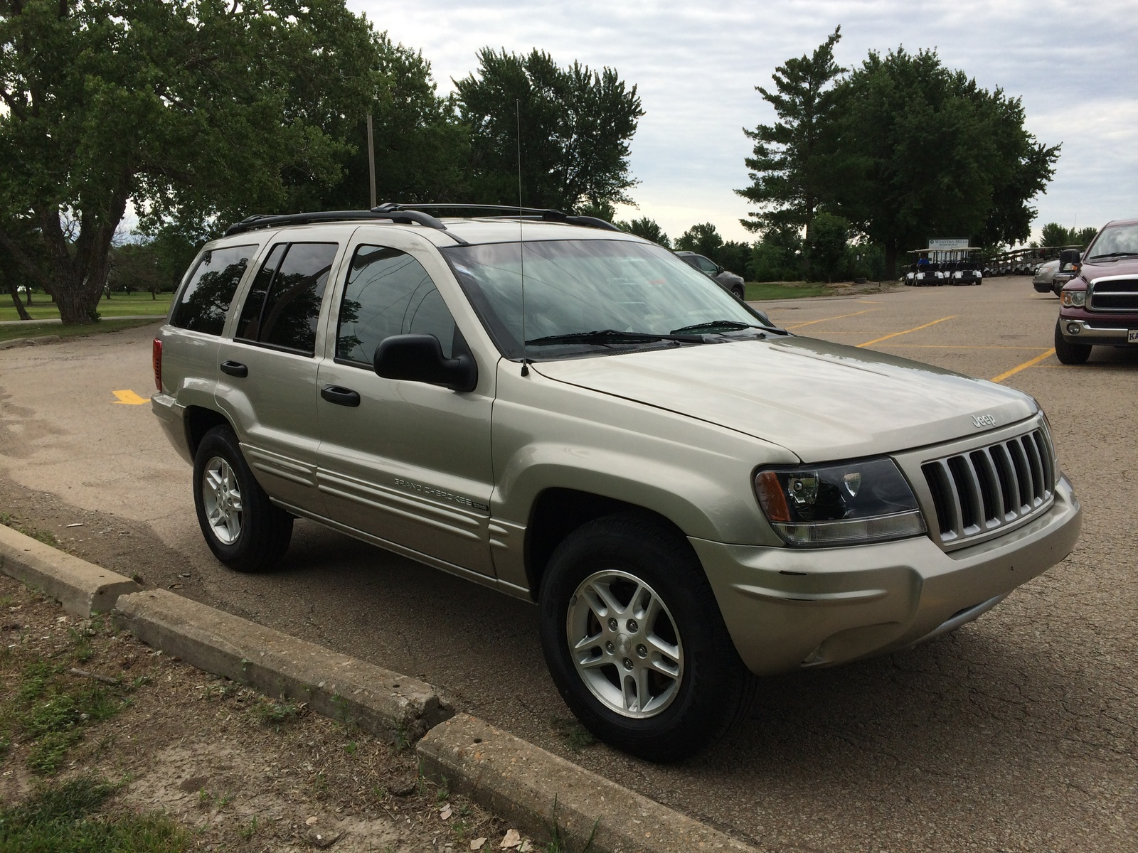 fascia jeep expanded the grand cherokee line to five trims for 2004. Cars Review. Best American Auto & Cars Review
