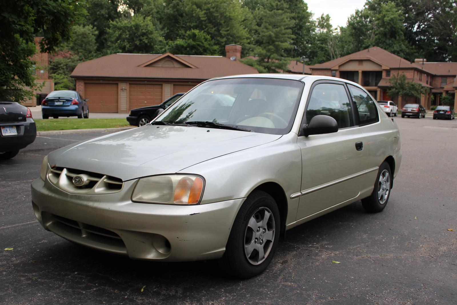 2002 Hyundai Accent - Pictures