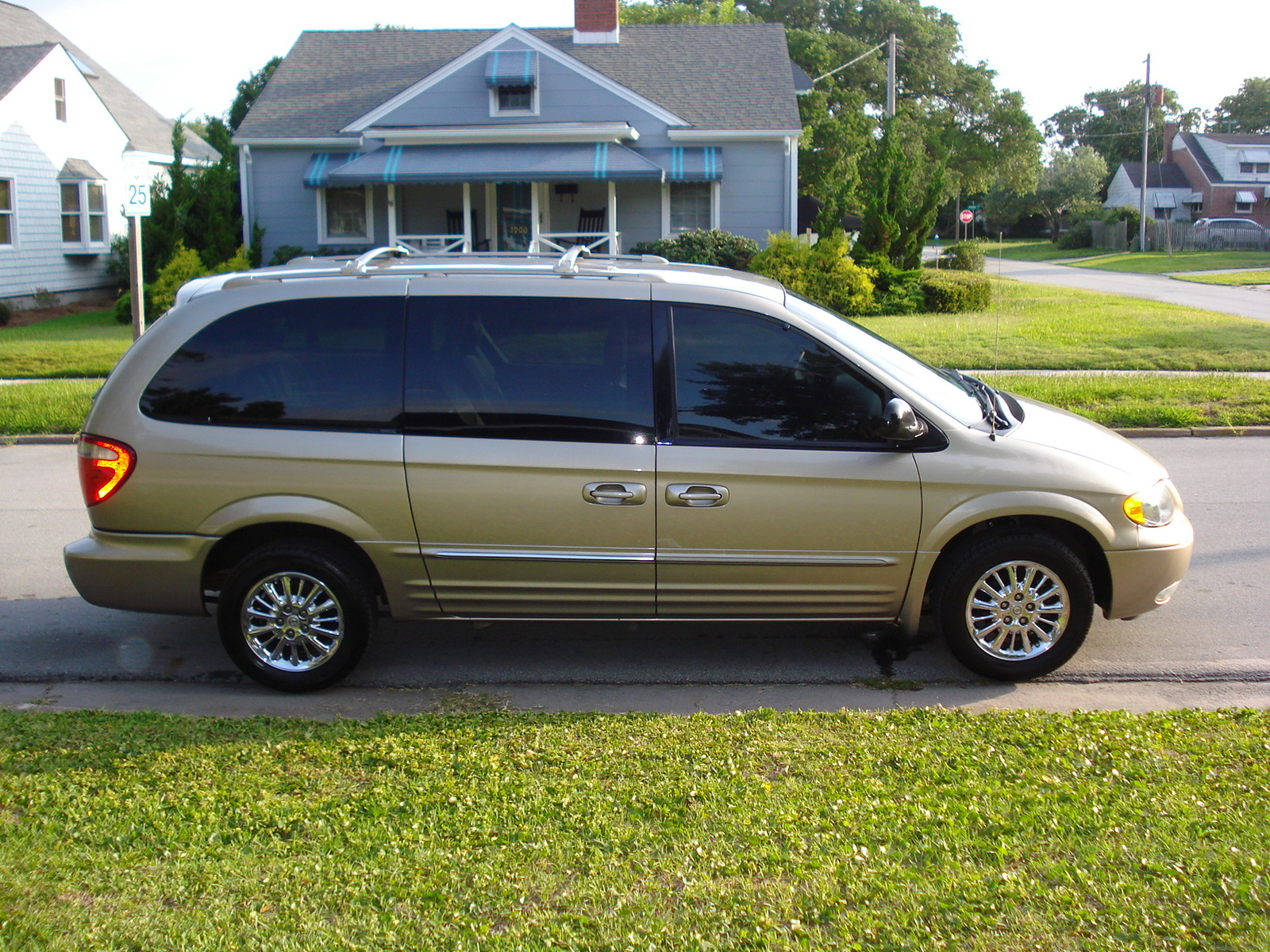 what 39 s your take on the 2003 chrysler town country. Cars Review. Best American Auto & Cars Review