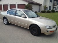 Picture of 1996 Nissan Maxima GXE