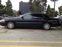 Picture of 2011 Lincoln Town Car Signature Limited