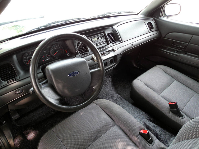 2010 ford crown victoria - pictures
