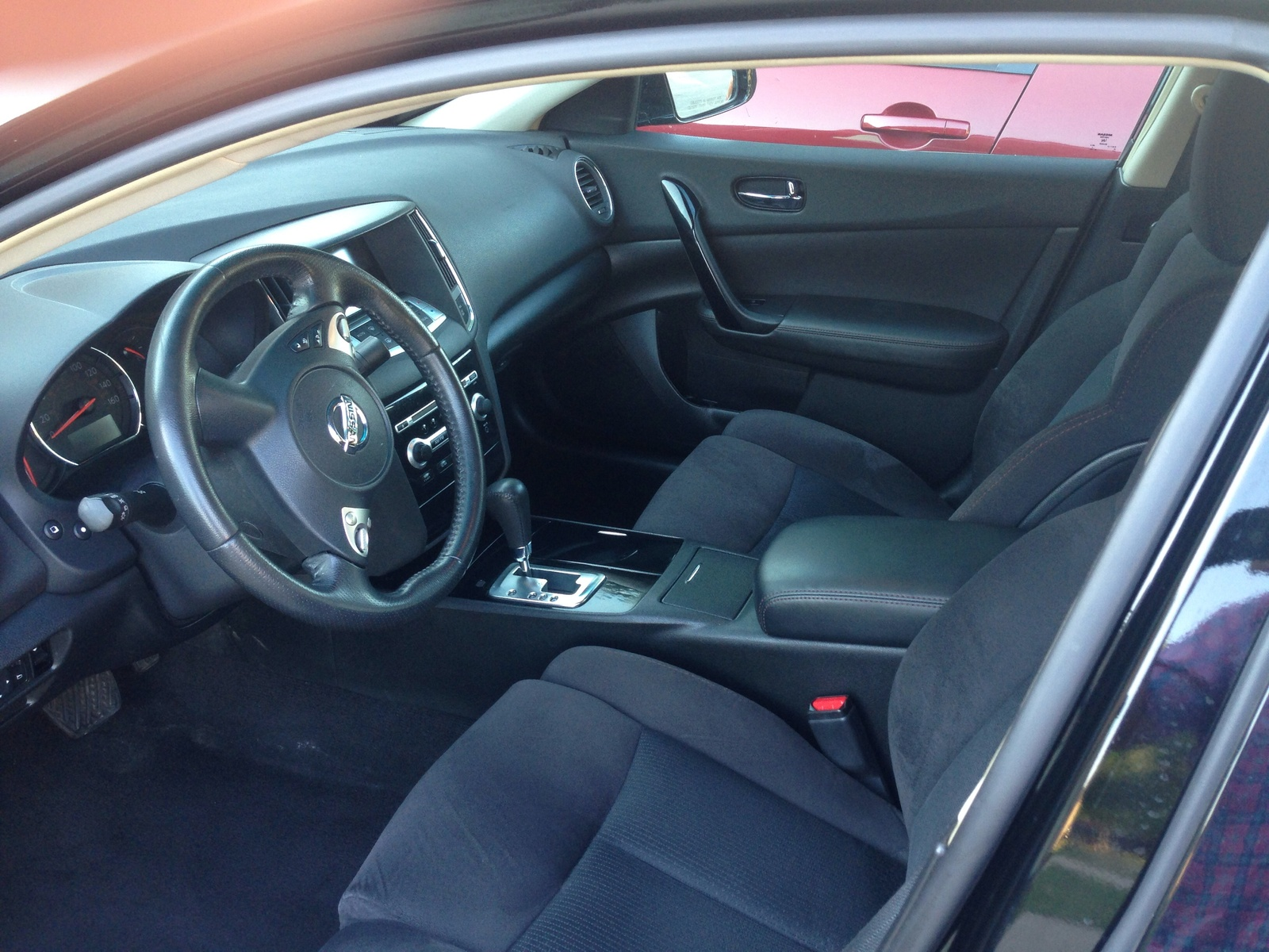 picture of 2011 nissan maxima s interior. Black Bedroom Furniture Sets. Home Design Ideas