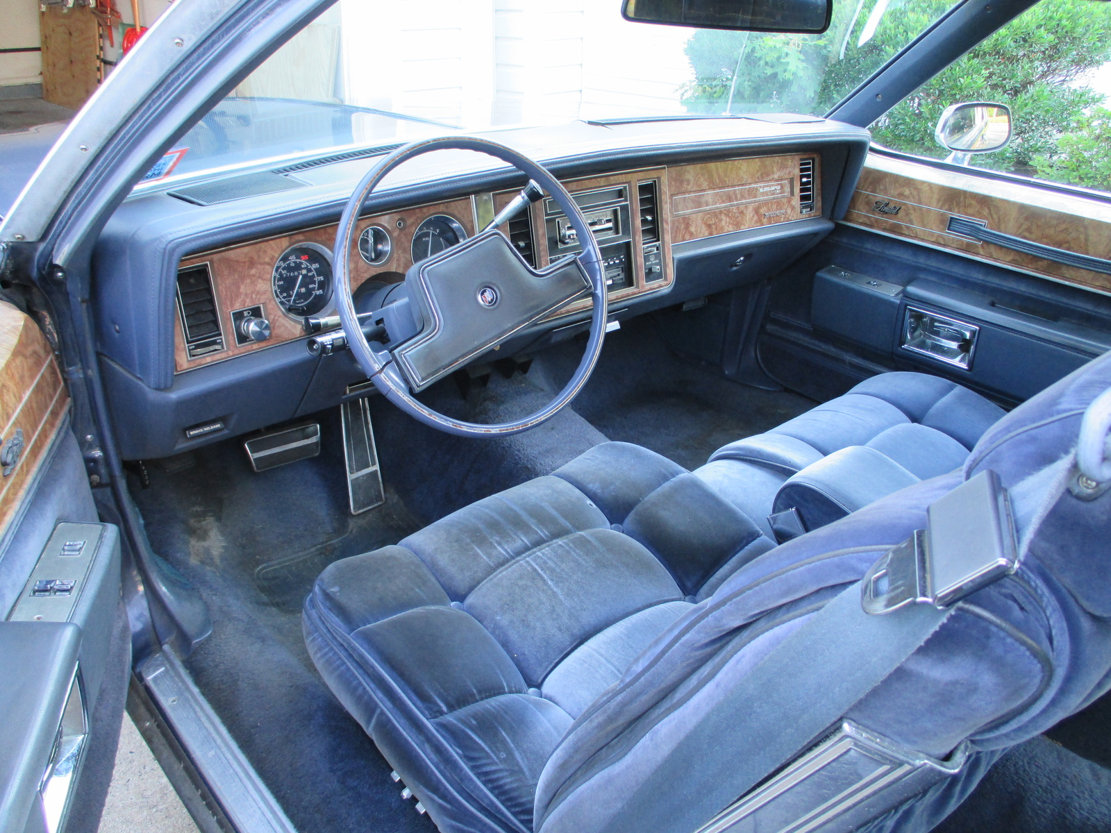 Picture of 1984 Buick LeSabre Limited Coupe, interior