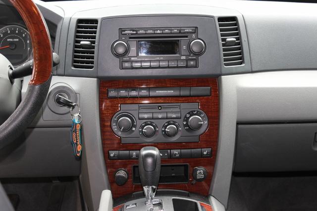 2006 jeep grand cherokee radio wont turn on   2006 Jeep